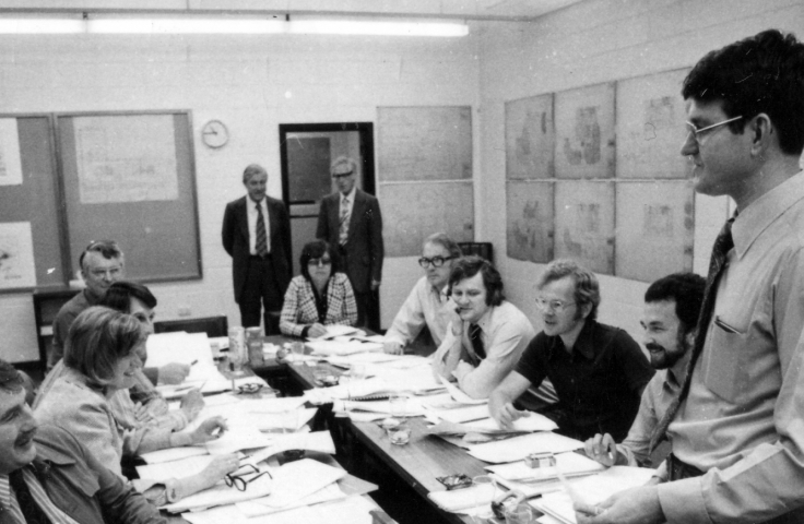 First meeting of the foundation staff of the Australian Graduate School of Management, 1976. (Public Affairs Unit, UNSW Archives CN1127/1)