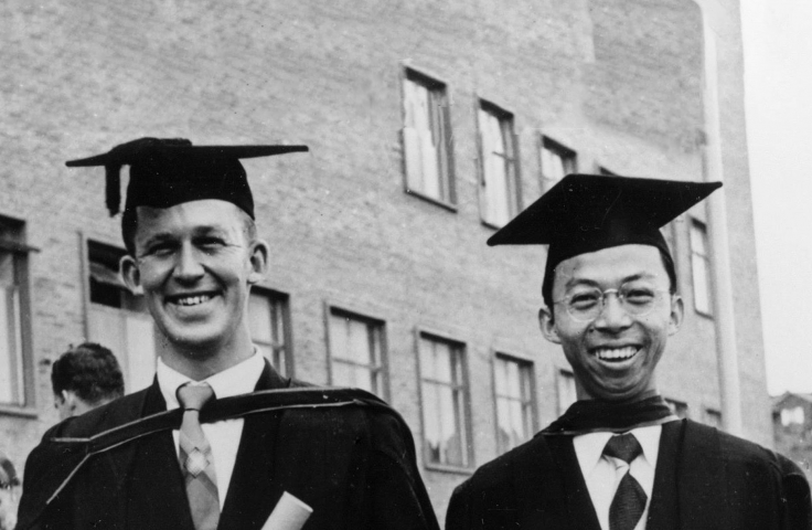 Singaporean student Thomas Woon Chin Lee (right) with fellow Civil Engineering student Geoffrey Wheeler on graduation day in front of the Old Main Building, 14 April 1956.  (Thomas Woon Chin Lee, UNSW Archives 95A77/2)